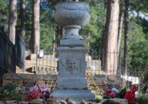 Grób Calamity Jane na cmentarzu w  Mt. Moriah